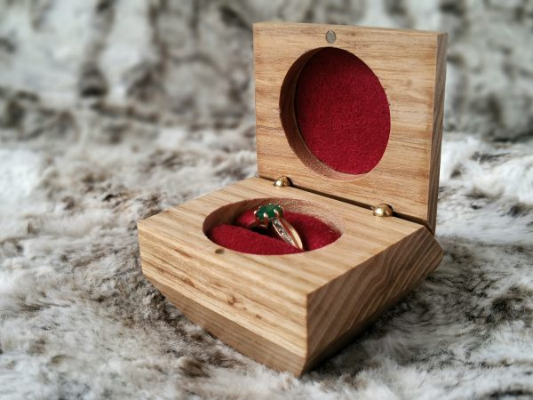 Personalise engagment ring box engraving open